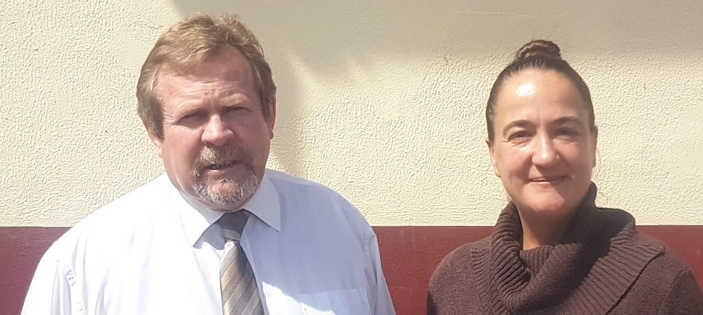 Carine Bryant, organiser of the 2018 Wilderness Festival with Johan Smit, principal of Outeniqua Primary School.